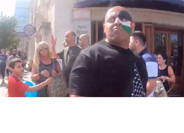 PalExpo man spitting